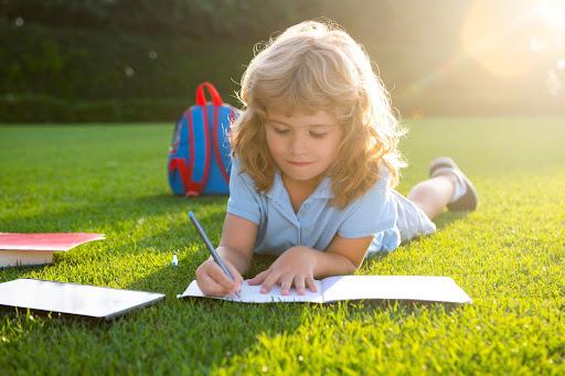 夏休みを思いっきり遊びたい!夏休みの宿題を早めに終わらせるコツ